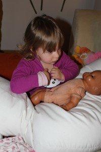Cecilya mit Puppe