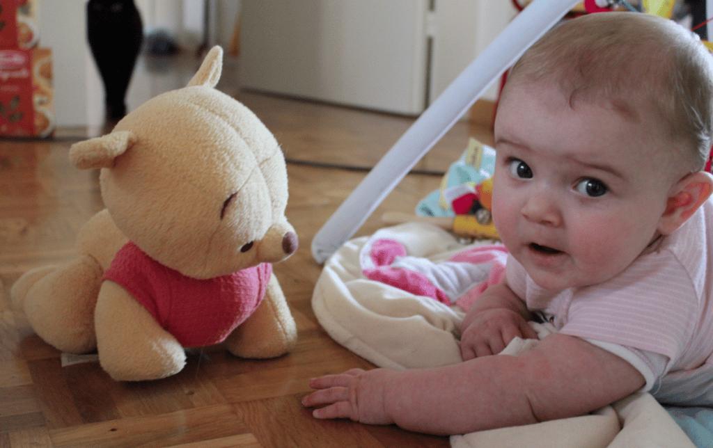 Shanaya und Winnie the Pooh